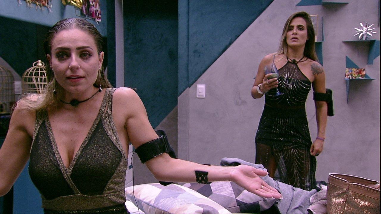 Paula comenta com Carolina: 'Eu não sei o que é amizade'