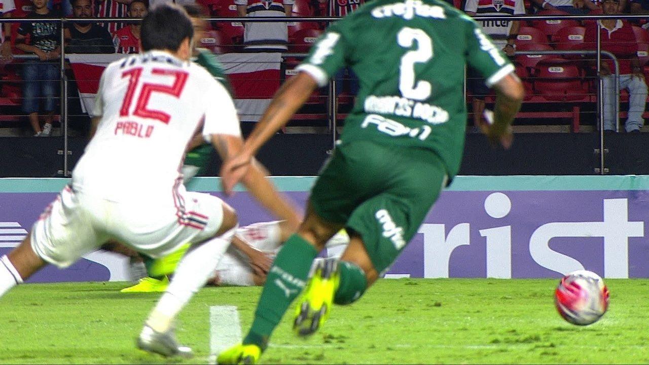 Pablo, do São Paulo, leva pancada na panturrilha em duelo contra o Palmeiras