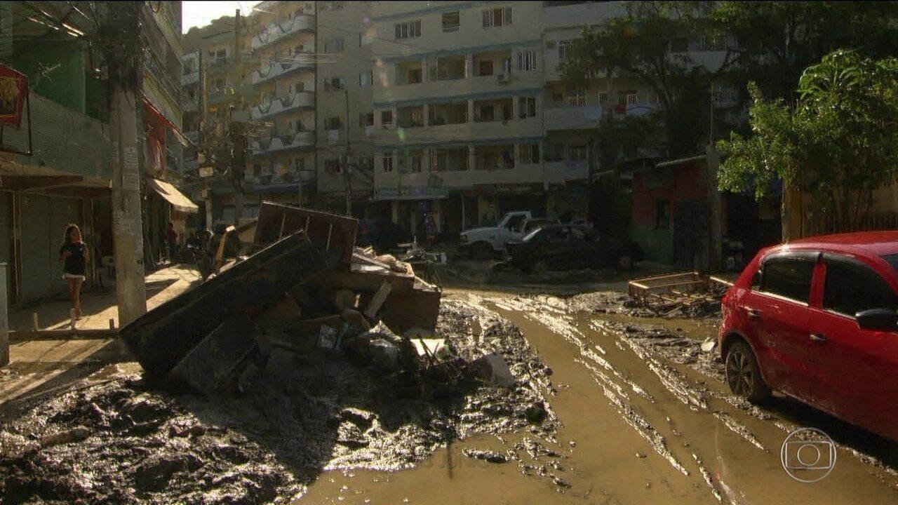 Três dias após temporal que matou 10, prefeito decreta calamidade no Rio