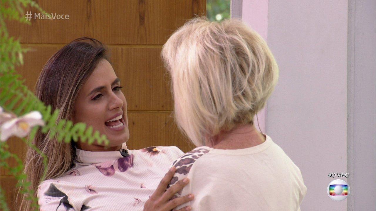 Ana Maria recebe Carol na Casa de Cristal