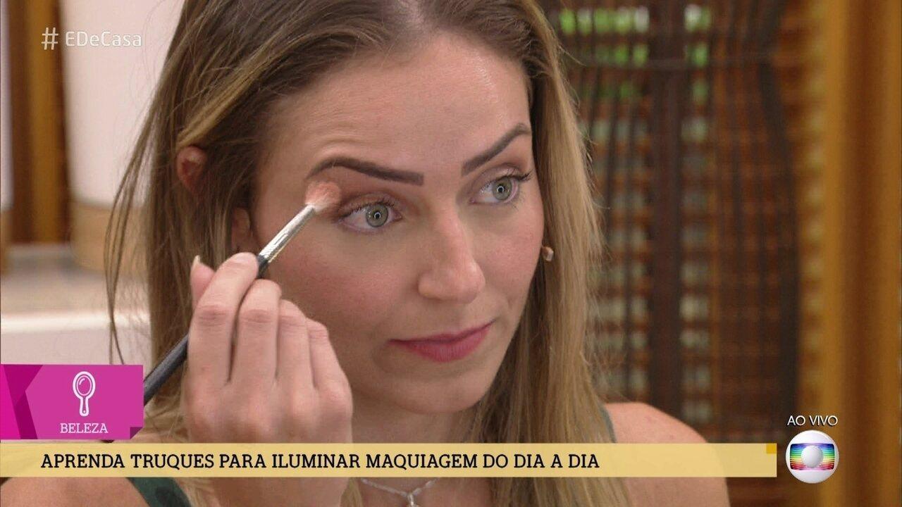 Blogueira dá dicas de maquiagem para usar no trabalho
