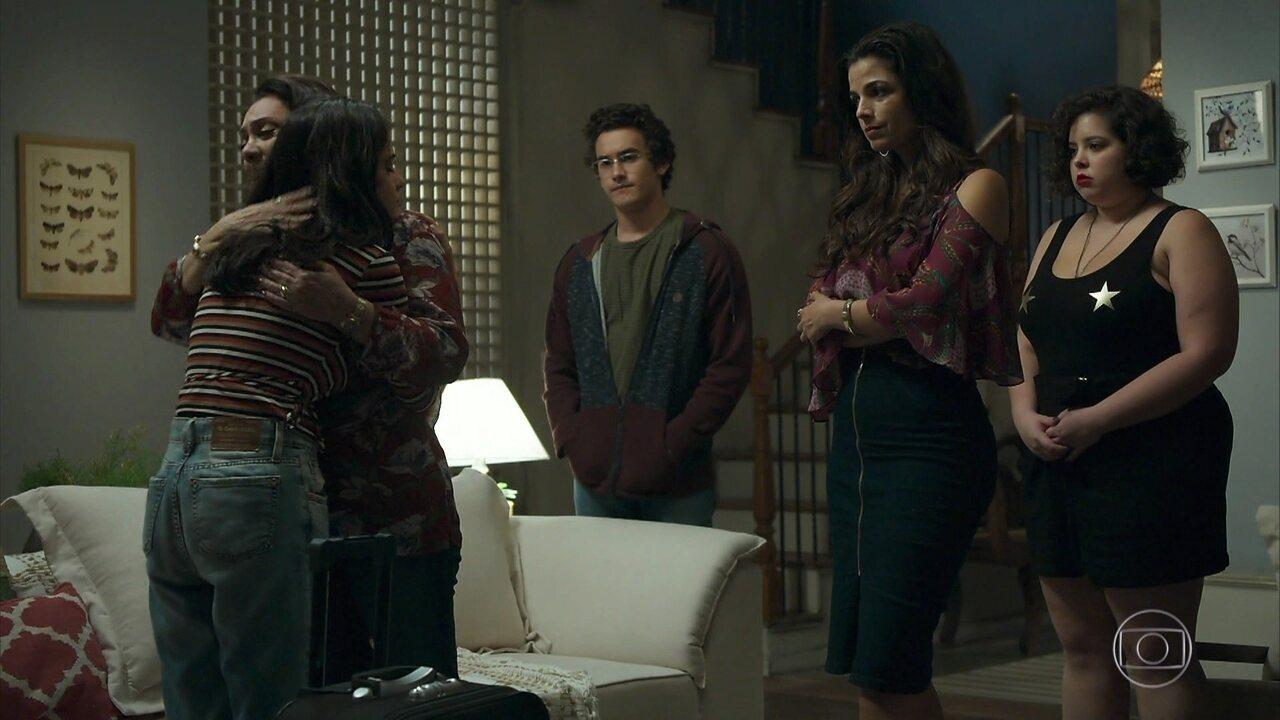 Laila se despede de Rania e família