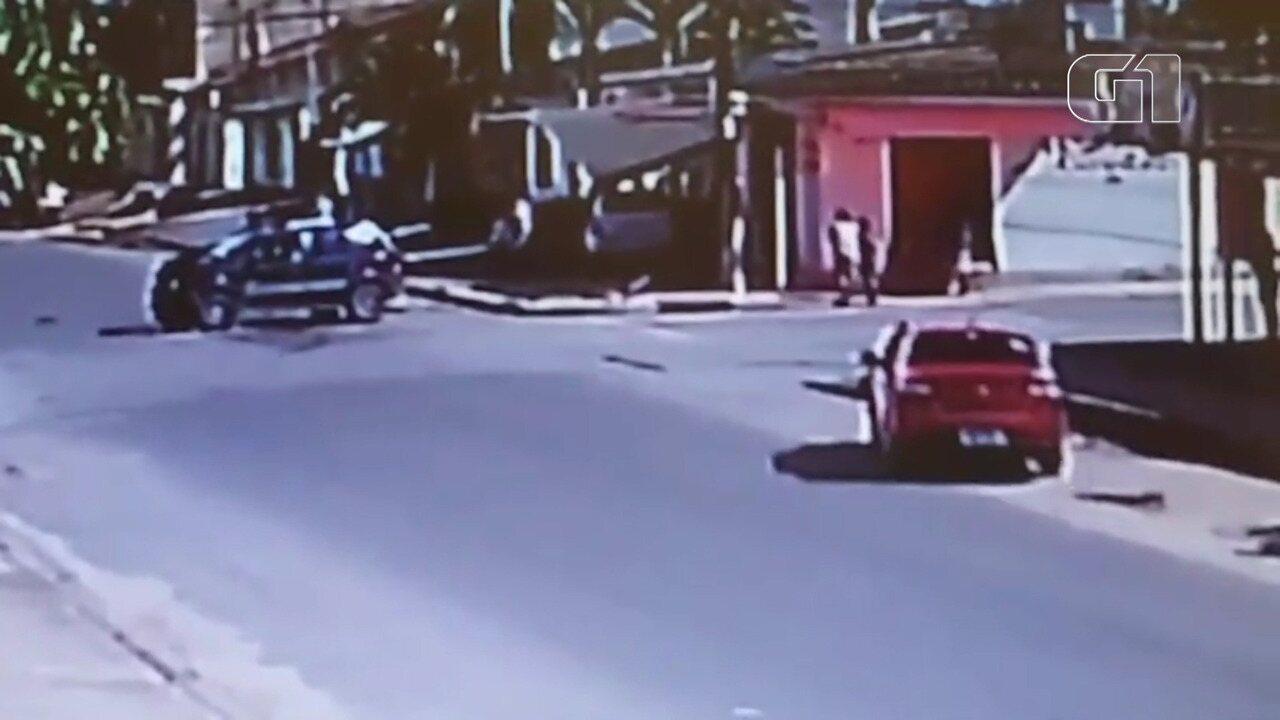 Idosa escapa de ser atingida por veículos em acidente de trânsito, em Santarém