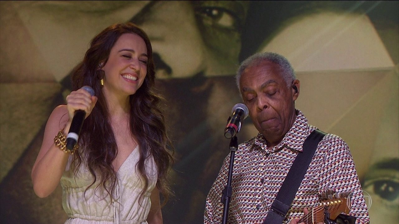 Gilberto Gil e Roberta Sá celebram parceria no palco do Fantástico