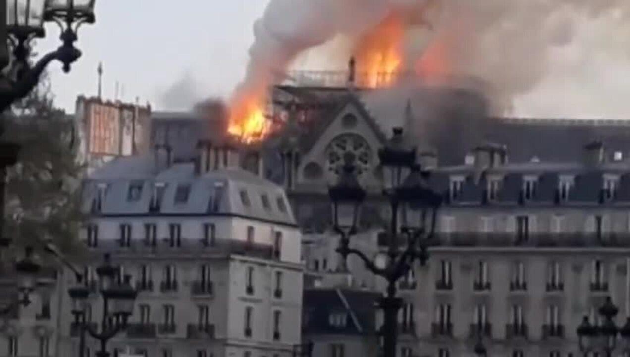 Professor universitário estava dentro da Notre-Dame quando sirene tocou