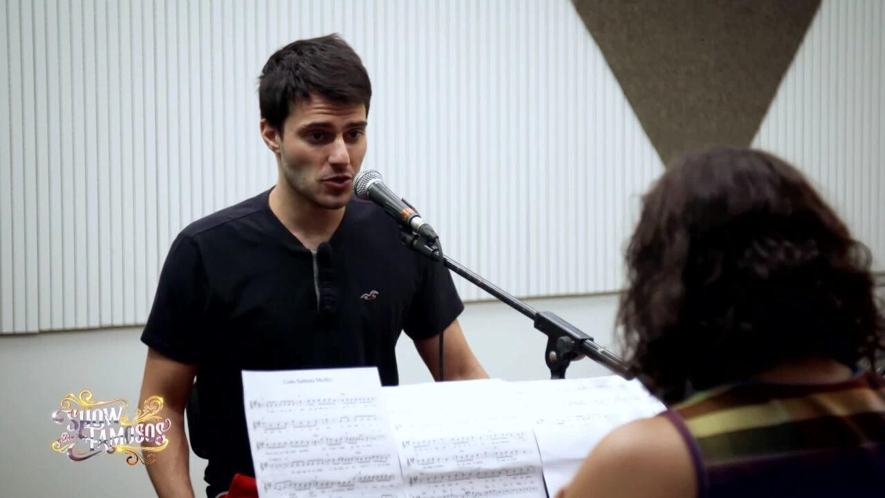Veja a preparação de Hugo Bonemer para homenagear Luan Santana no 'Show dos Famosos'