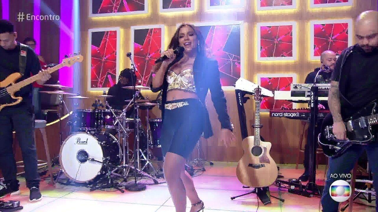 Anitta canta 'Onda Diferente'