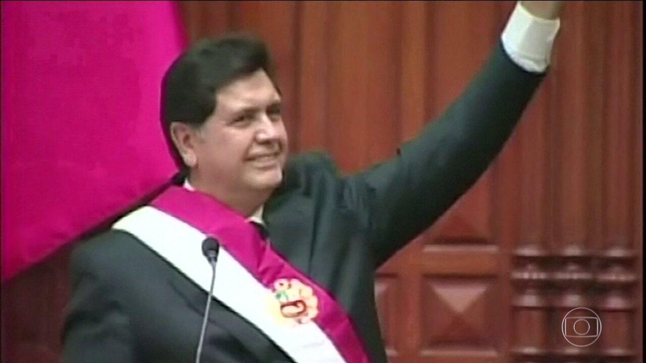 Ex-presidente do Peru morre após atirar na própria cabeça antes de ser preso