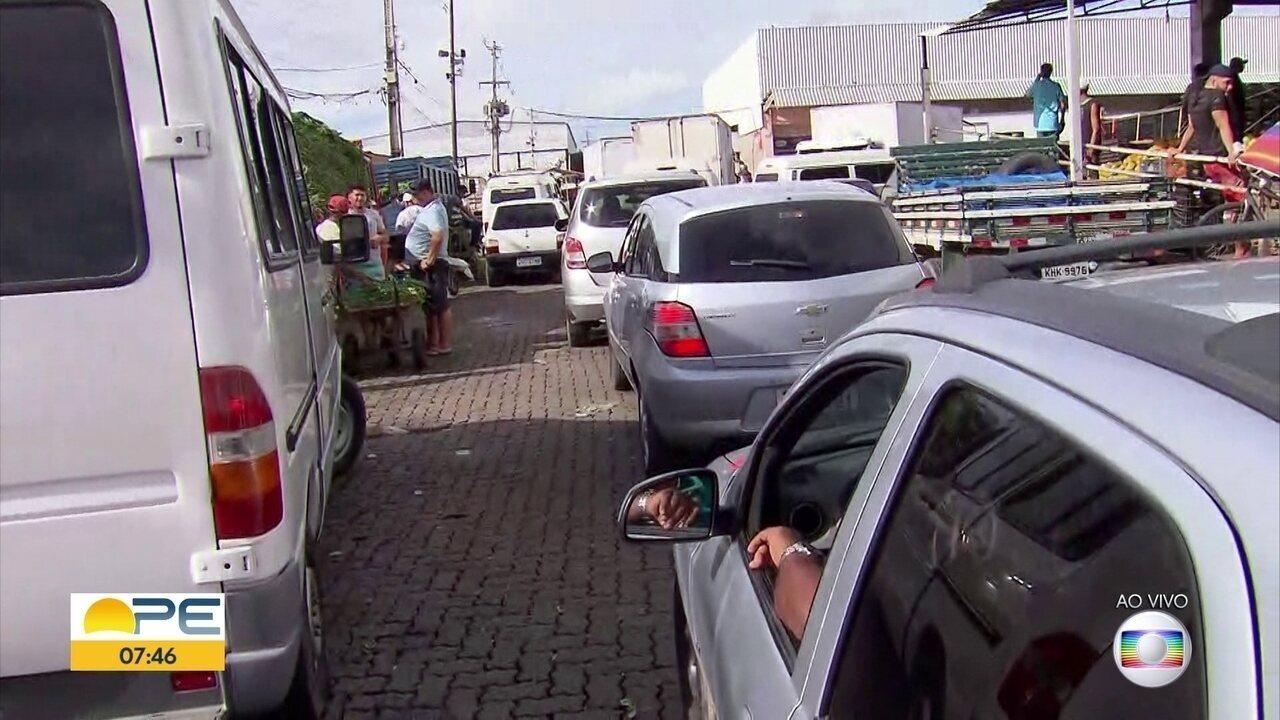 Na Semana Santa, congestionamento na BR 101 complica trânsito próximo ao Ceasa