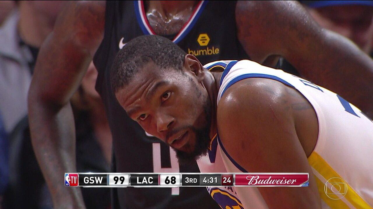 Kevin Durant faz pontos de todas as maneiras e defende muito na vitória dos Warriors sobre os Clippers