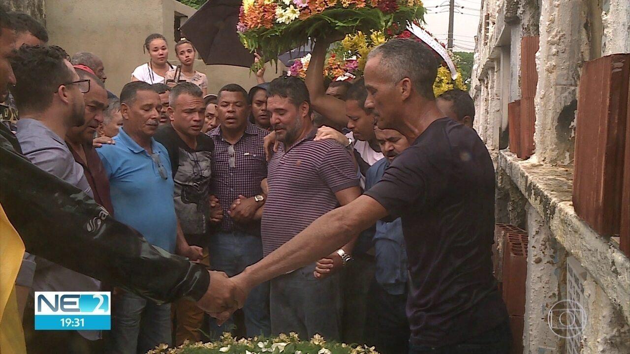 Avó e neto que morreram em explosão são enterrados em Camaragibe