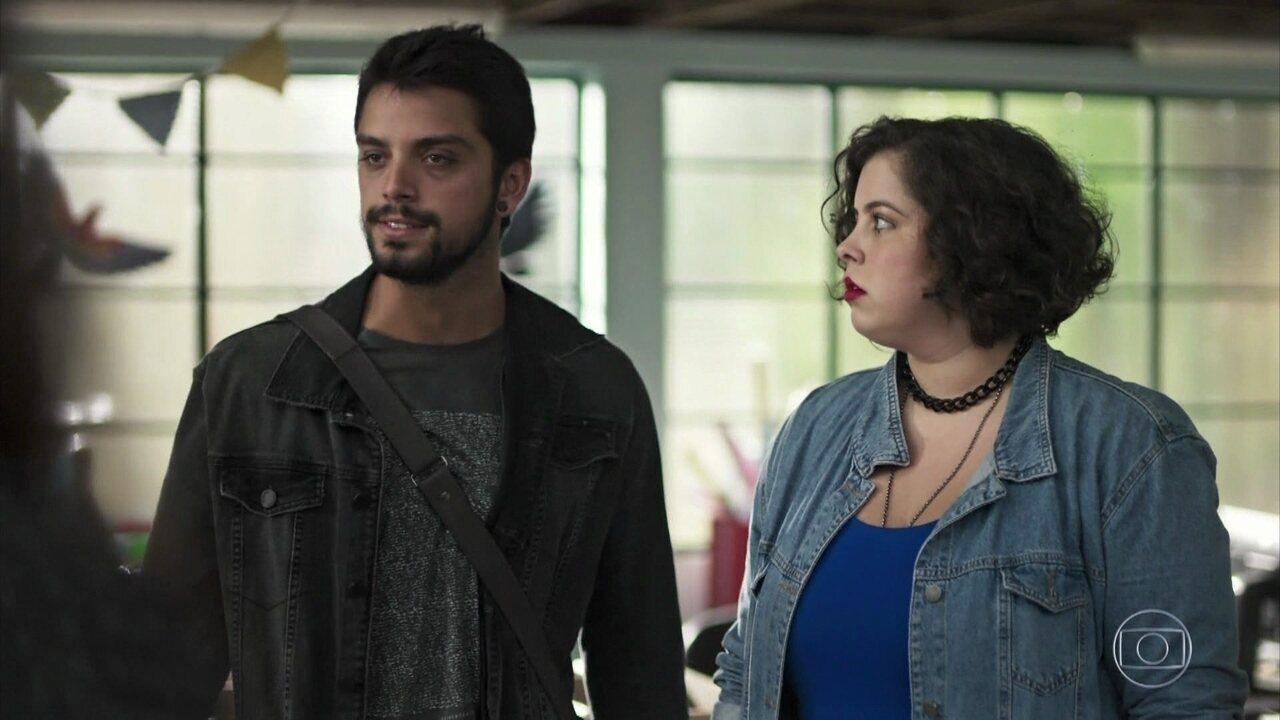 Bruno convence Elias a denunciar o sequestro de Laila