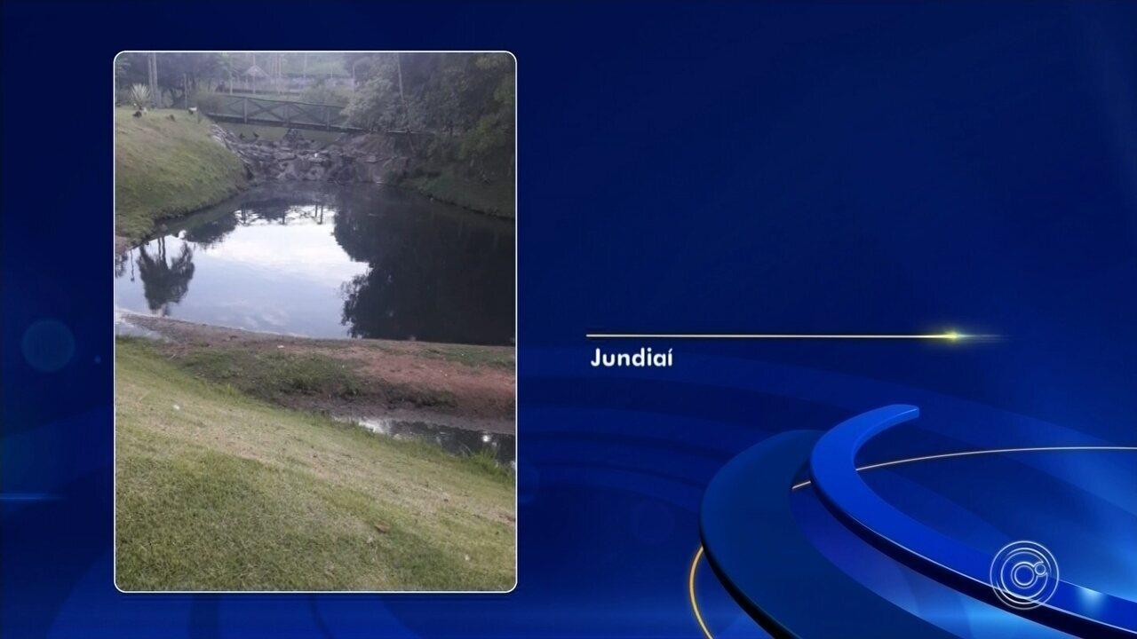 Moradores flagram vazamento de esgoto no lago do Jardim Botânico em Jundiaí