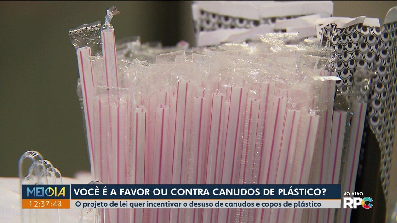 Projeto de lei em tramitação na Câmara de Vereadores de Curitiba incentiva o fim do uso de canudos e copos plásticos.
