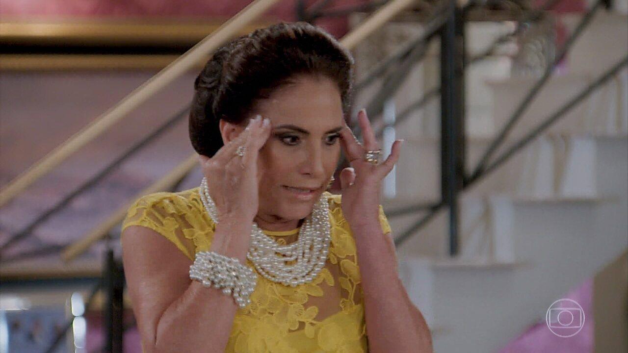 Gisela convida Patrick para sua casa e Mercedes se incomoda com a presença dele