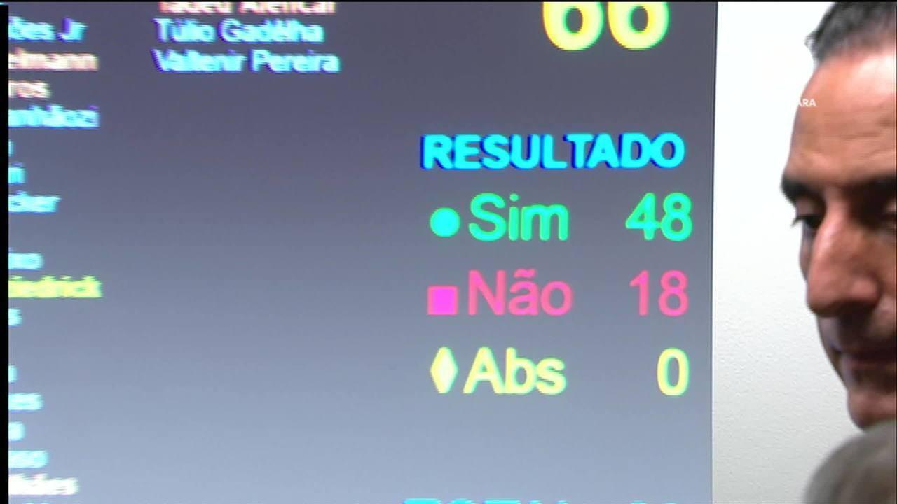Por 48 votos a 18, CCJ aprova relatório da reforma da Previdência