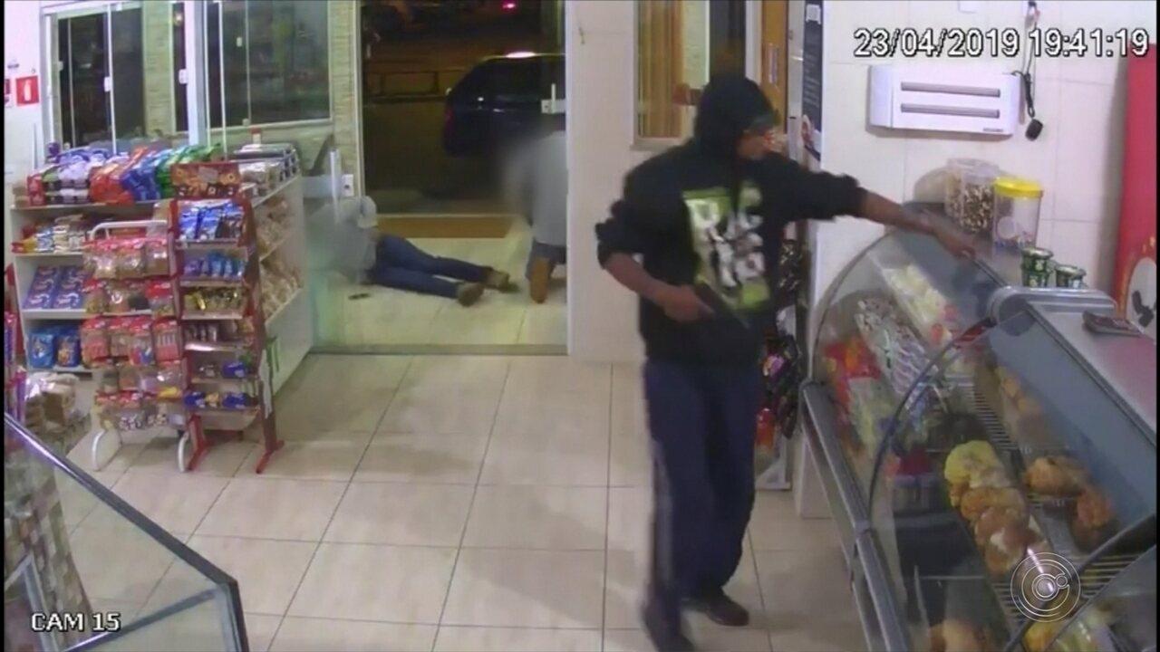 Dupla armada assalta padaria e rouba celulares de clientes em Boituva