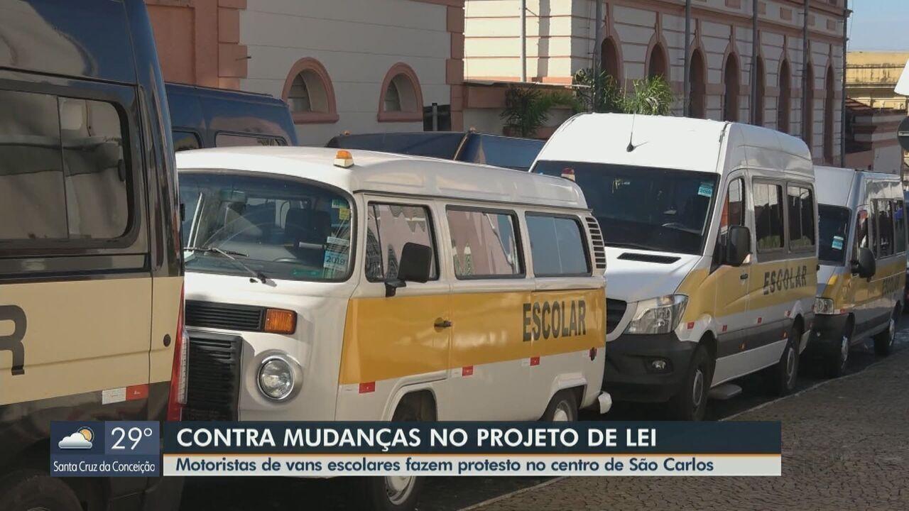 Resultado de imagem para Motoristas de vans escolares fazem protesto no Centro de São Carlos