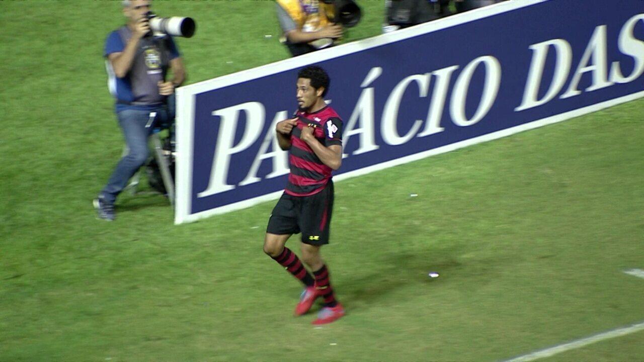 O primeiro gol na Série B foi contra o Oeste, após passe de Ezequiel