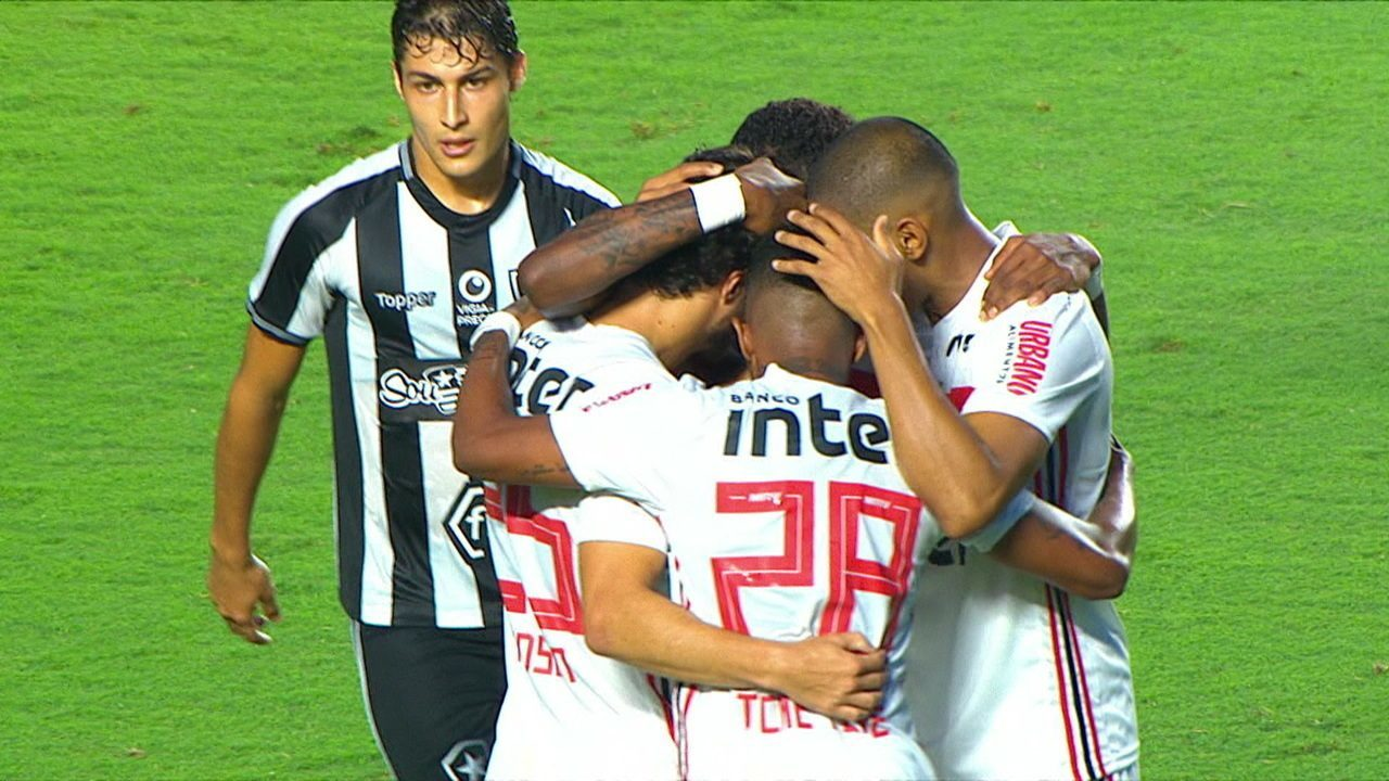 The goal of Sao Paulo! Hudson strikes out of the box and increases the score to 37 for the second time