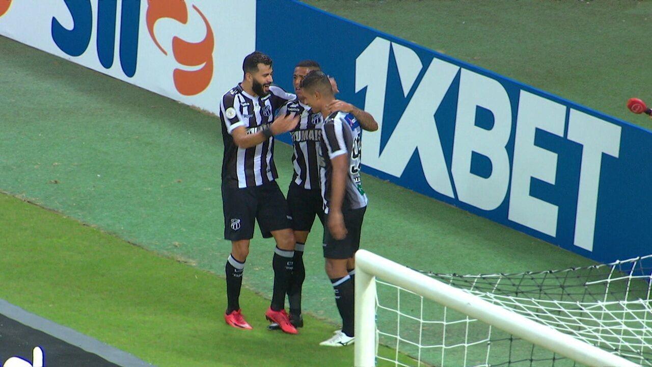 Pelo Ceará, Ricardo Bueno fez dois gols no CSA neste Brasileiro