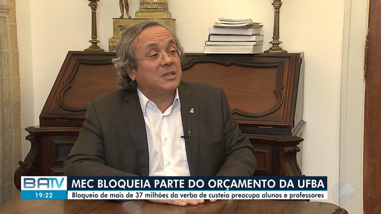 """Ministro da Educação suspende 30% da verba destinada para UFBA e alega """"sobra de dinheiro"""""""
