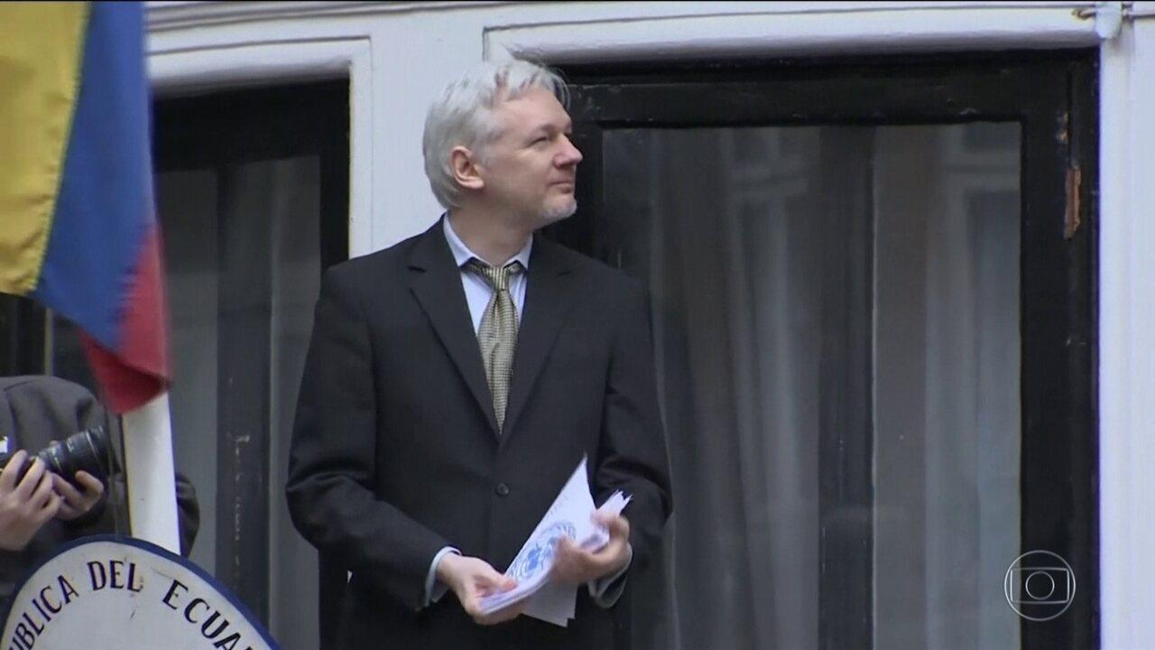 Julian Assange recebe pena de 50 semana de prisão