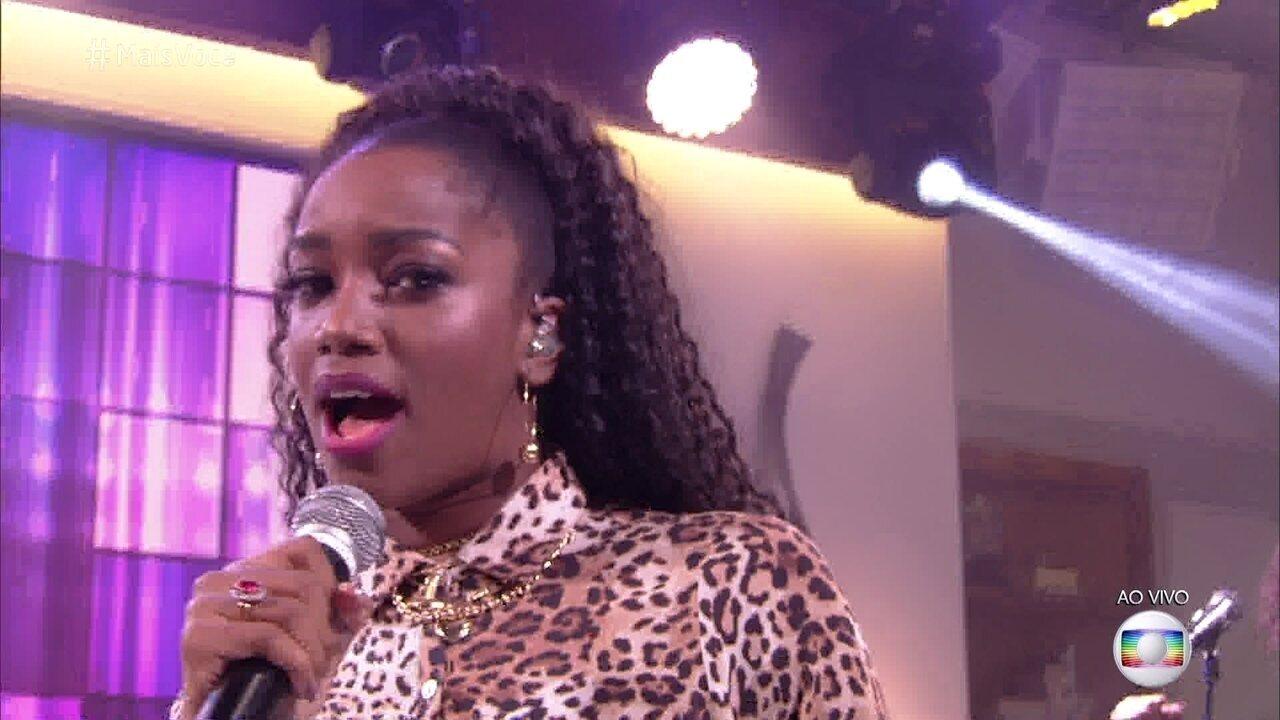 IZA canta 'Pesadão'