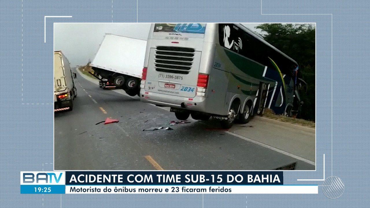 Ônibus que levava delegação sub-15 do Bahia se envolve em acidente com dois mortos