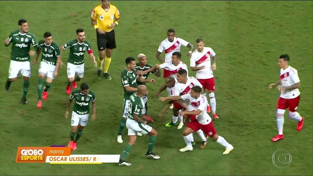 Com gol de Deyverson, Palmeiras vence o Internacional na Arena