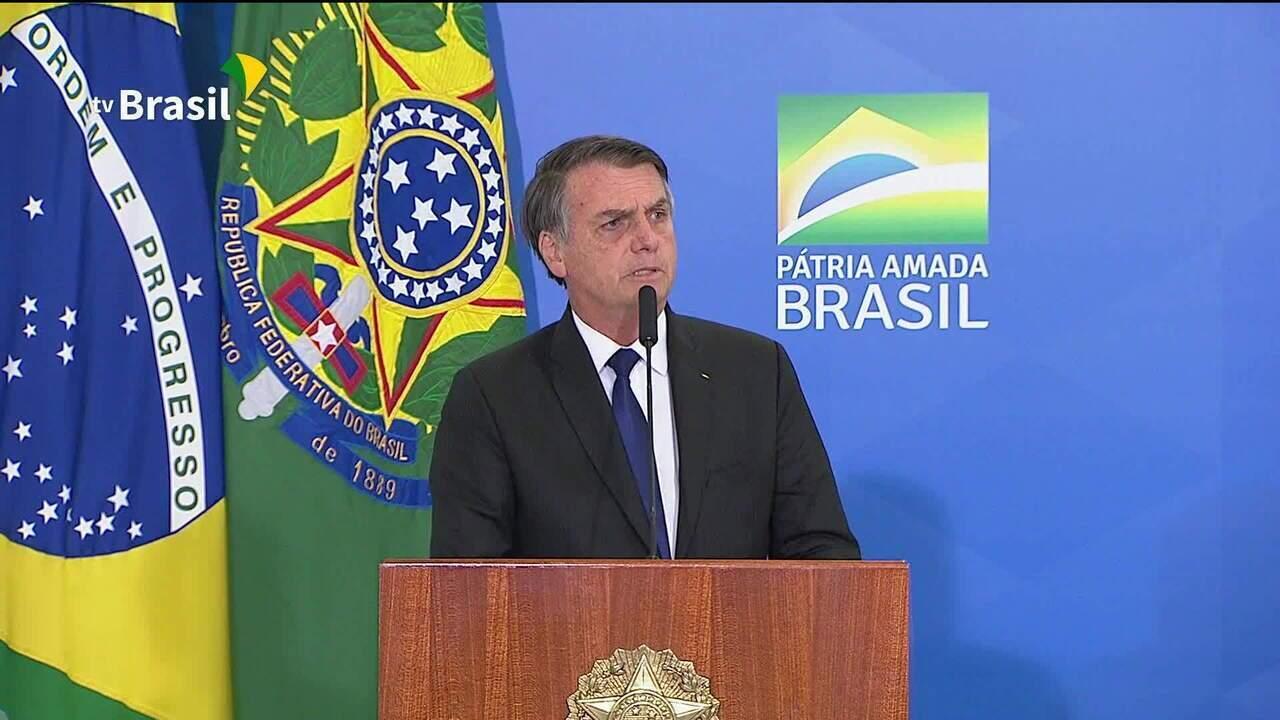 Bolsonaro assina decreto que muda regras do uso de armas e munição