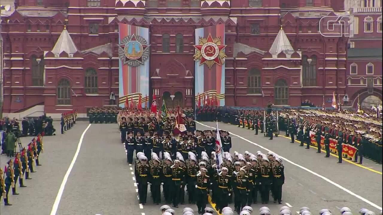Russos celebram o Dia da Vitória com parada militar