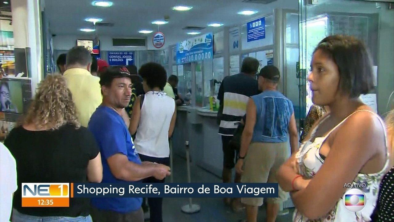 Recifenses fazem filas em loterias em busca do prêmio de R$ 275 milhões da Mega-Sena