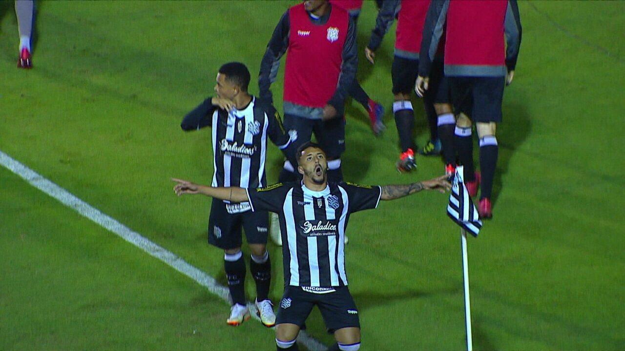 Breno deu assistência para o gol de João Diogo