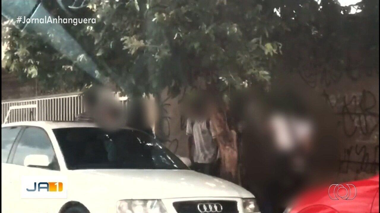 Após reportagem, suspeito de vender droga em porta de escola é preso, em Goiânia