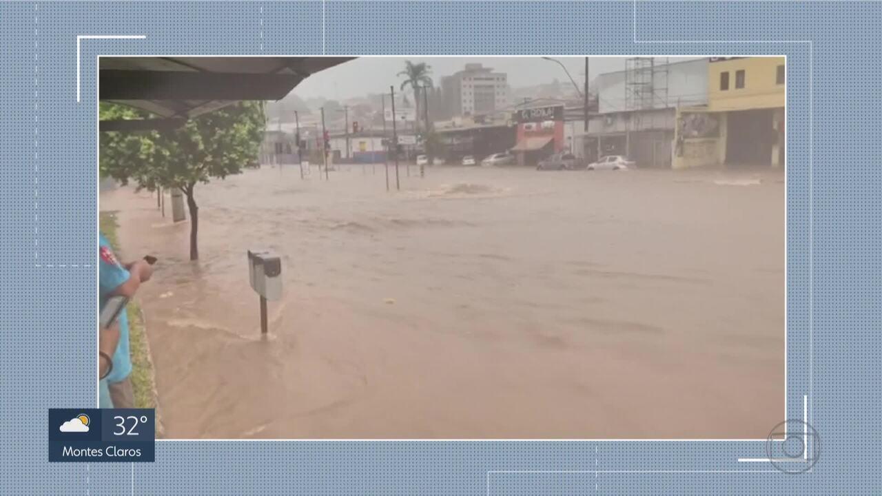Avenida Vilarinho é transformada em rio por causa de temporal em BH