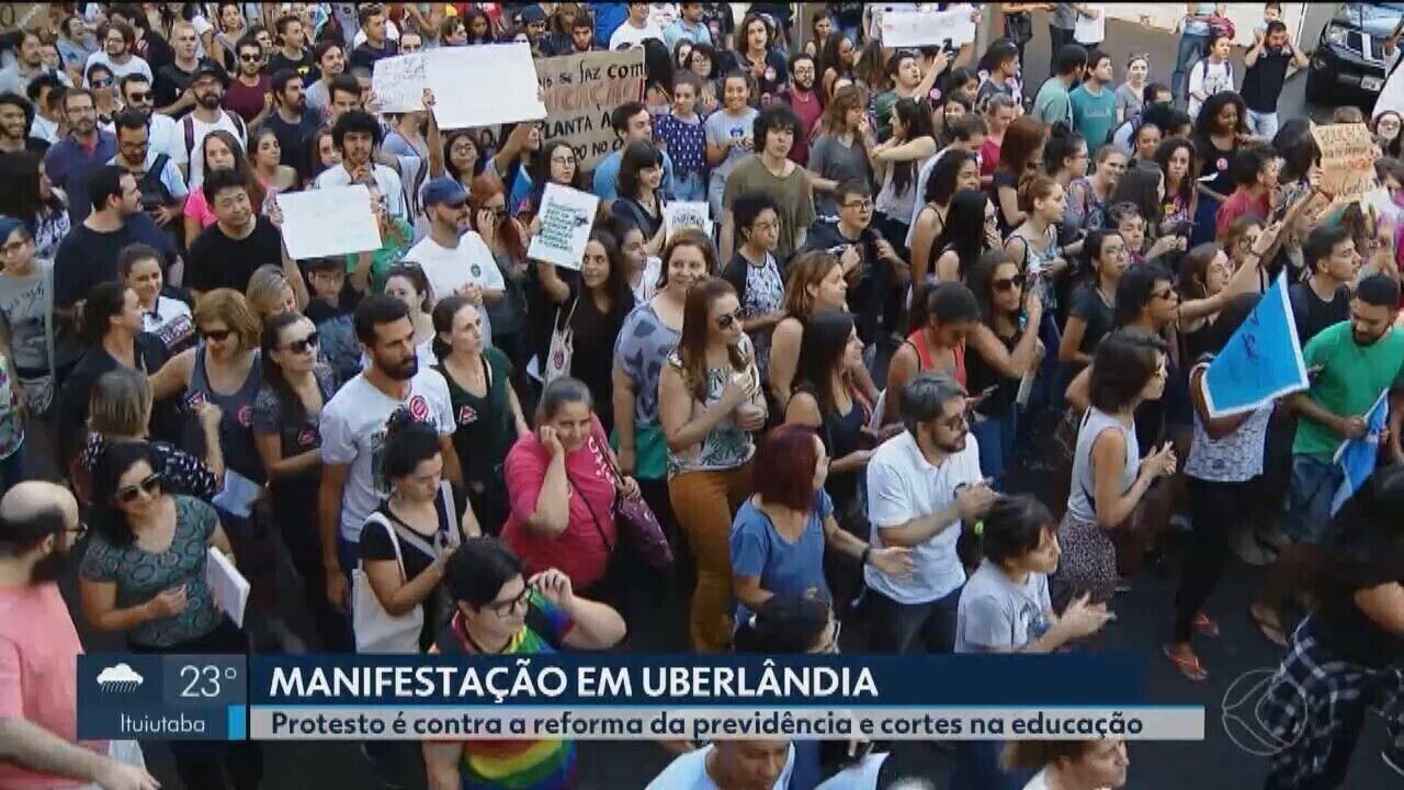 Uberlândia e Ituiutaba têm manifestações contra bloqueio de verbas de universidades
