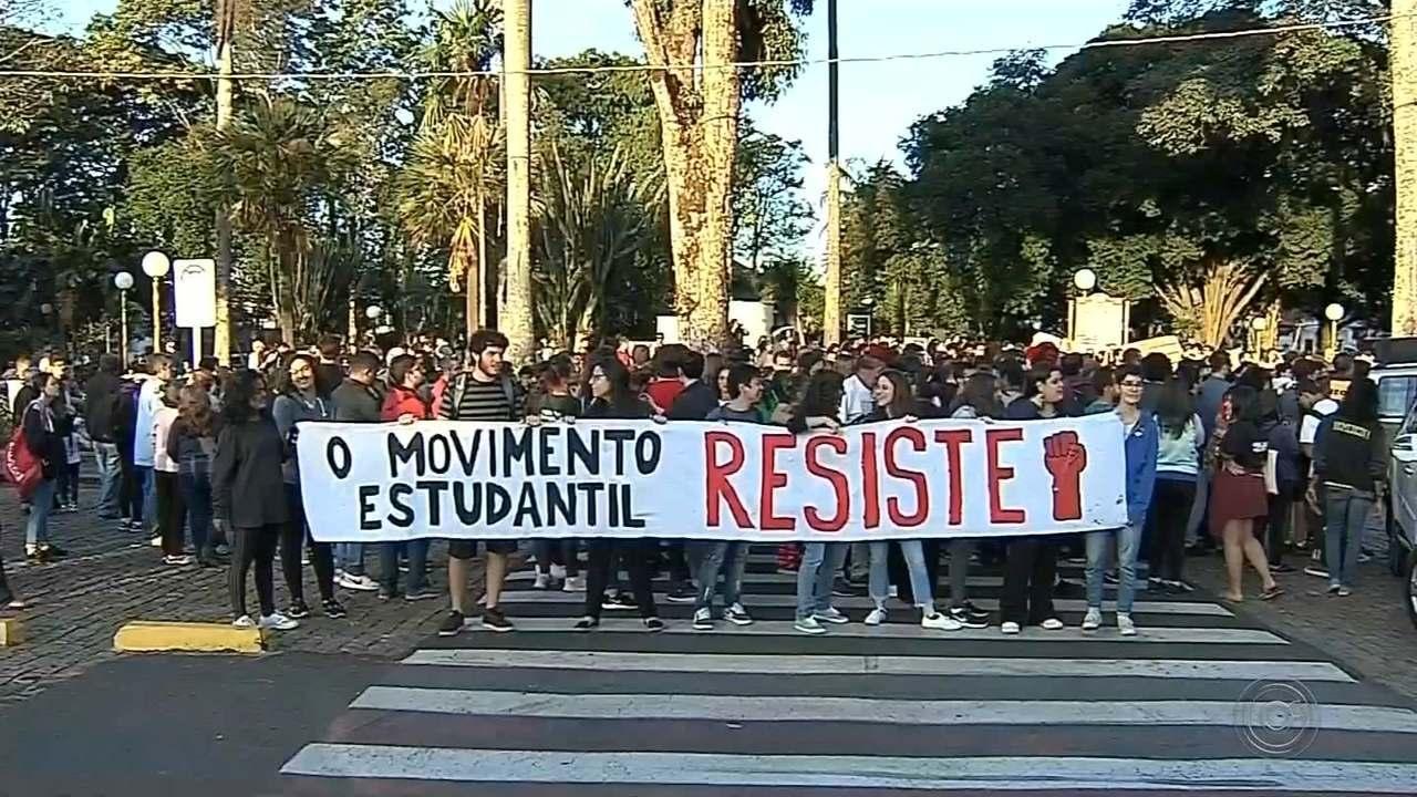 Confira como foram os protestos da educação no Centro-Oeste Paulista