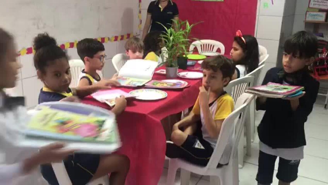 Escola em Maceió cria 'restaurante da leitura' para estimular leitura de alunos