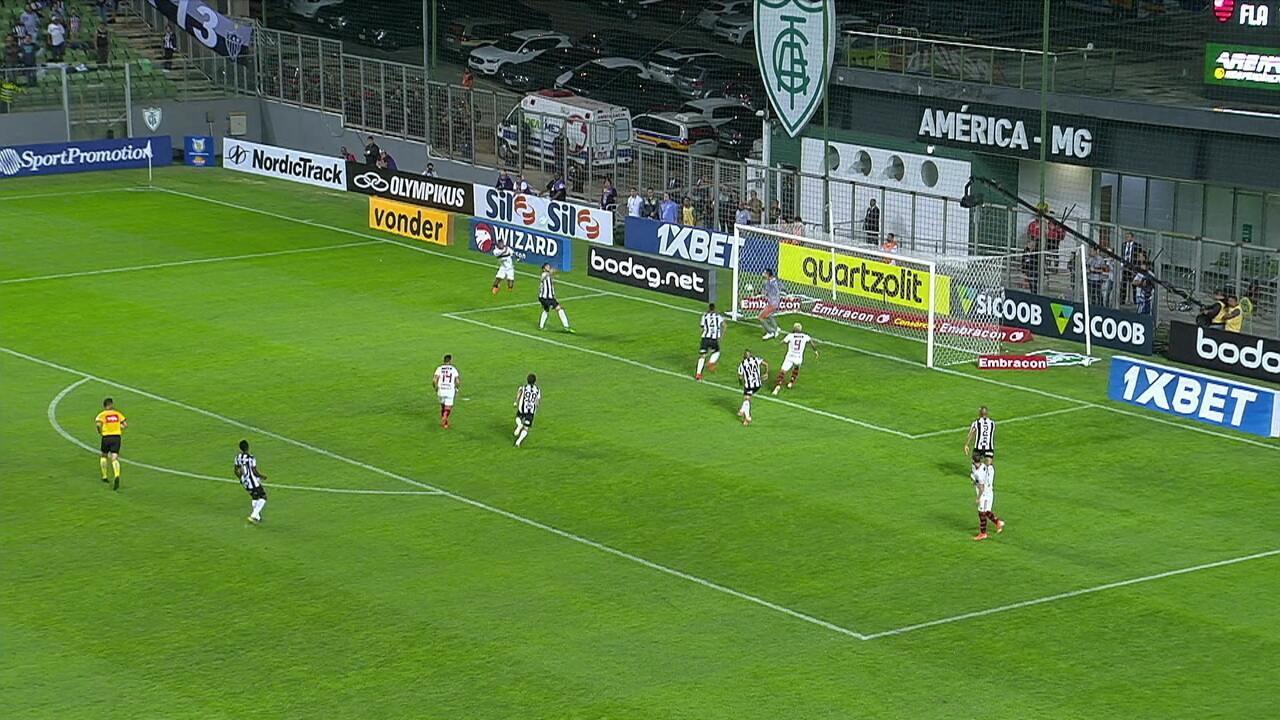 Bruno Henrique quase marca de cabeça, e Réver, sem condições de jogo, se esforça para defender