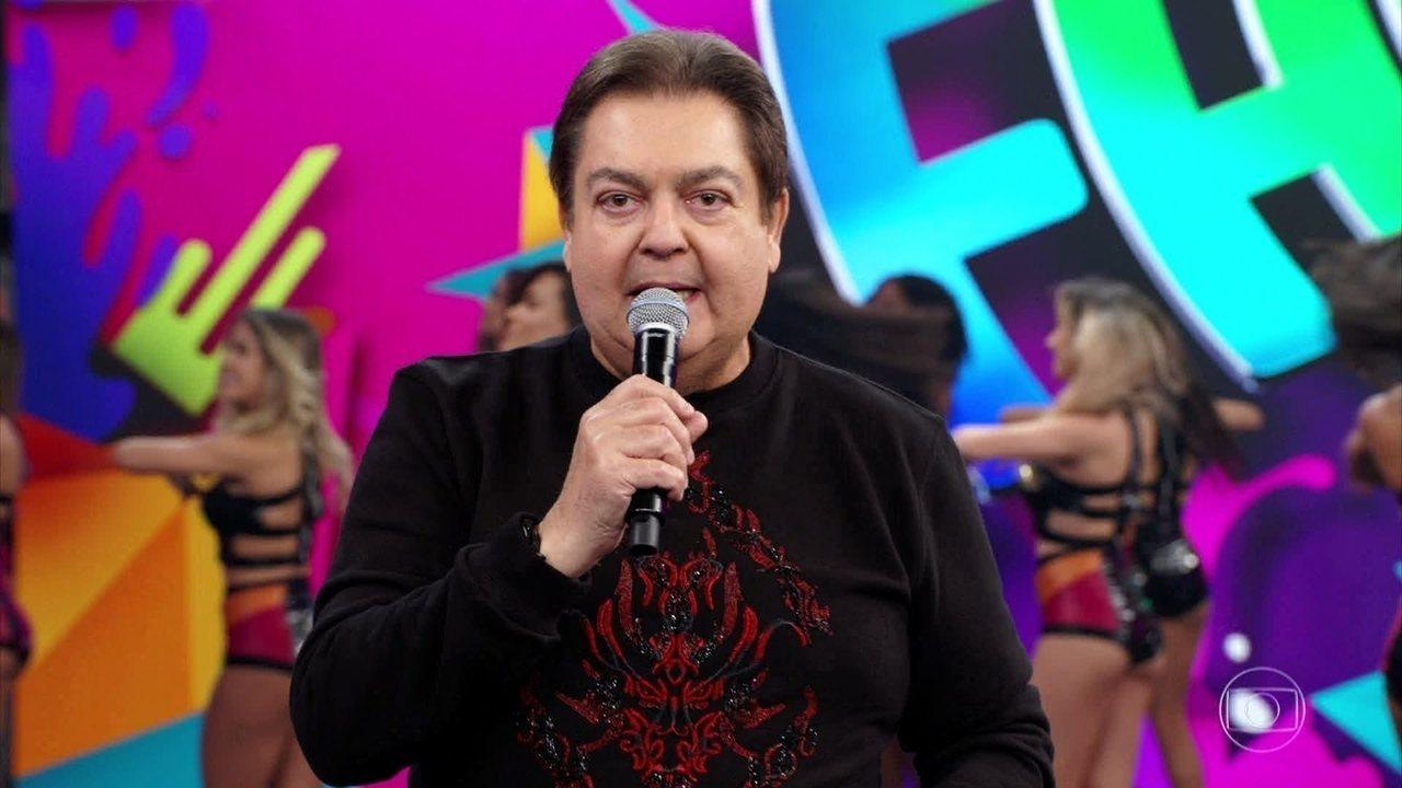 Faustão chama ao palco os jurados do 'Show dos Famosos'