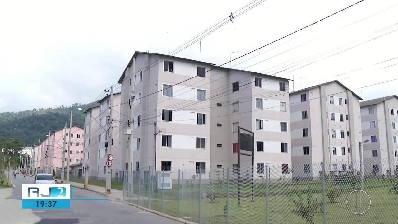 Apartamentos que deveriam ser entregues às vítimas da chuva estavam sendo usados de maneira irregular