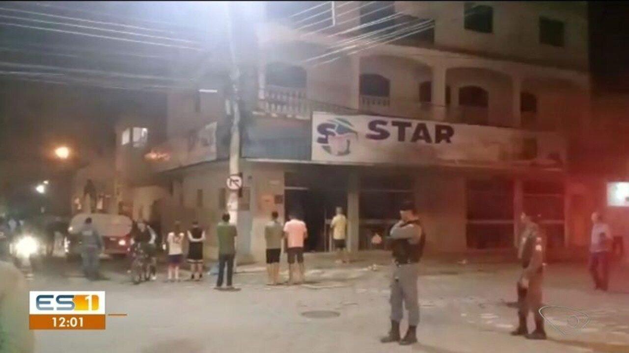 Loja de eletrodomésticos pela fogo em Pinheiros, ES