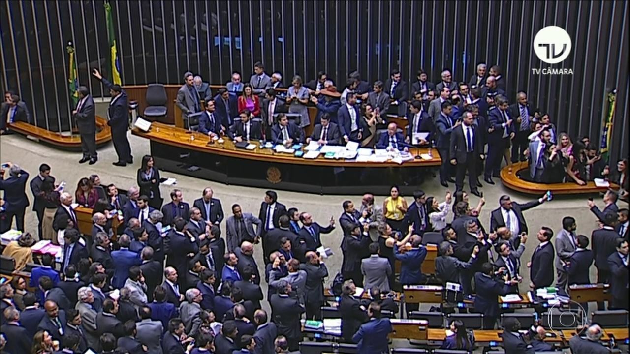 Câmara aprova texto-base da MP que reduz número de ministérios e transfere Coaf