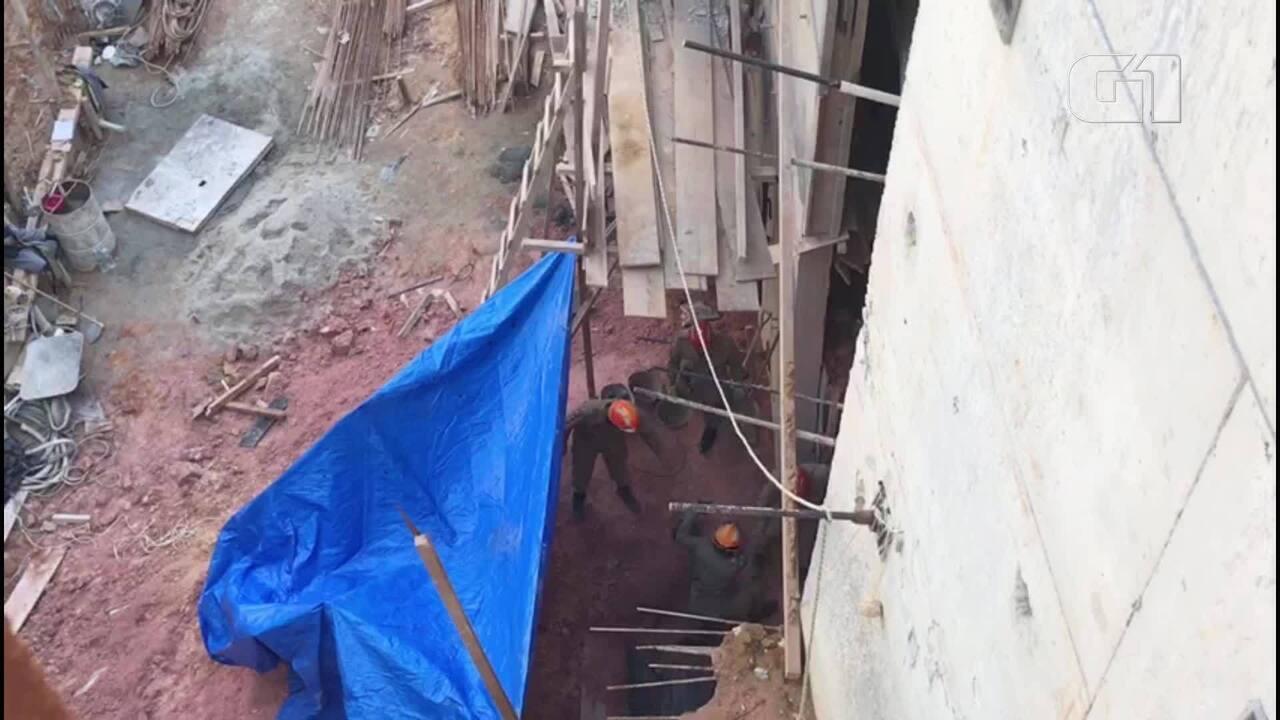 Bombeiros tentam resgatar homem soterrado em construção de prédio na Ilha do Governador