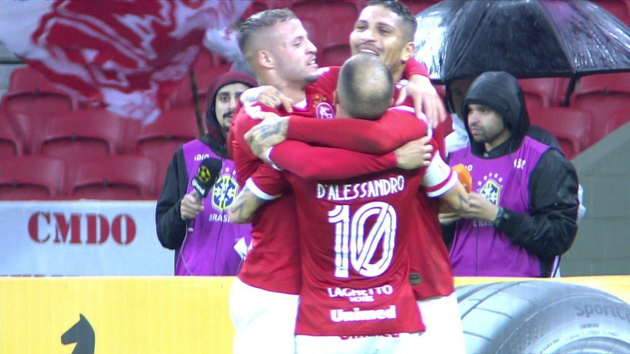 Gol do Internacional! D'Alessandro tabela com Nico e manda para Guerrero, que abre o placar, aos 25' do 1º tempo