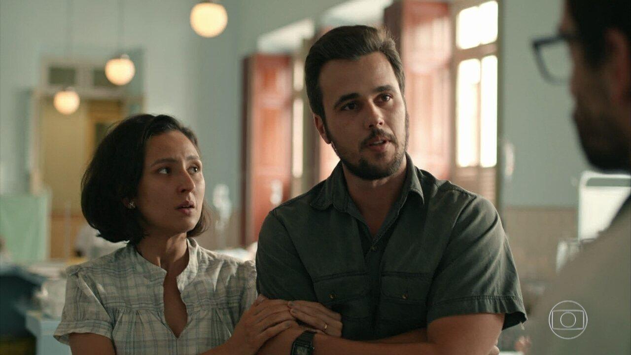 Evandro e Carolina dizem aos pais de Erica que a menina precisa de um transplante de rim
