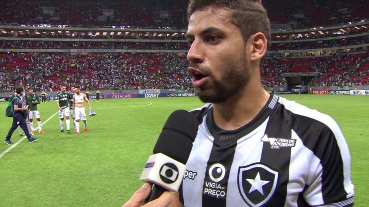 """Gabriel detona juiz: """"Vergonhoso! Futebol está acabando! Muito arrogante, não pode conversar com ele!"""""""