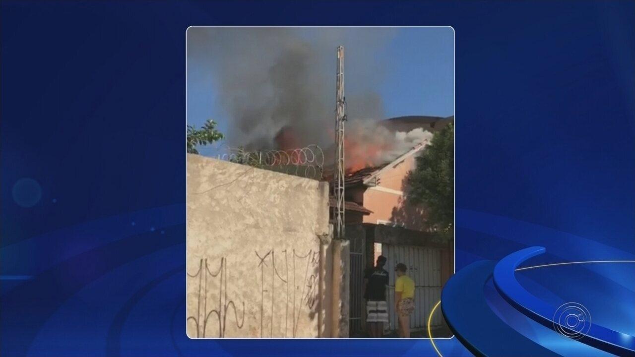 Incêndio em casa abandonada mobiliza bombeiros em Rio Preto