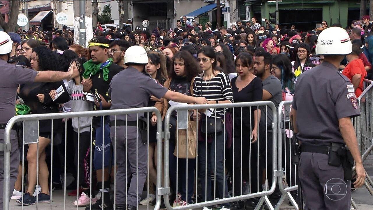 Banda sul-coreana BTS atrai milhares de fãs em São Paulo